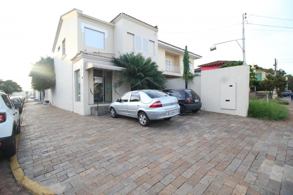 Alugar Casa / Padrão em Ribeirão Preto R$ 3.500,00 - Foto 1