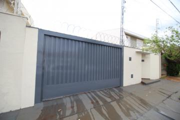 Alugar Casa / Padrão em Ribeirão Preto. apenas R$ 2.400,00